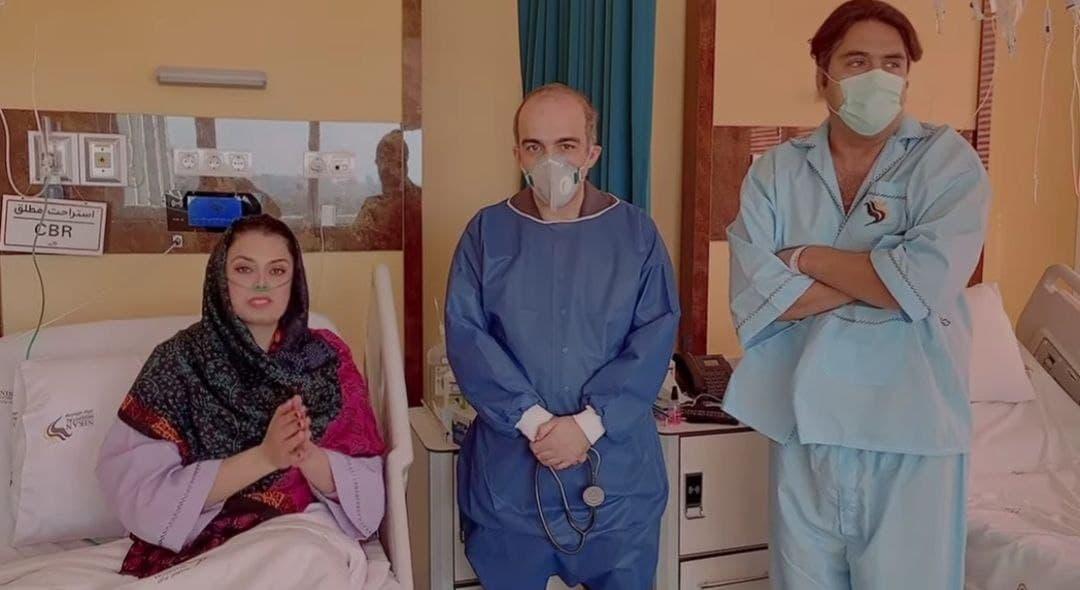 رهنما و صبا راد - مانی رهنما و همسرش از بیمارستان مرخص شدند
